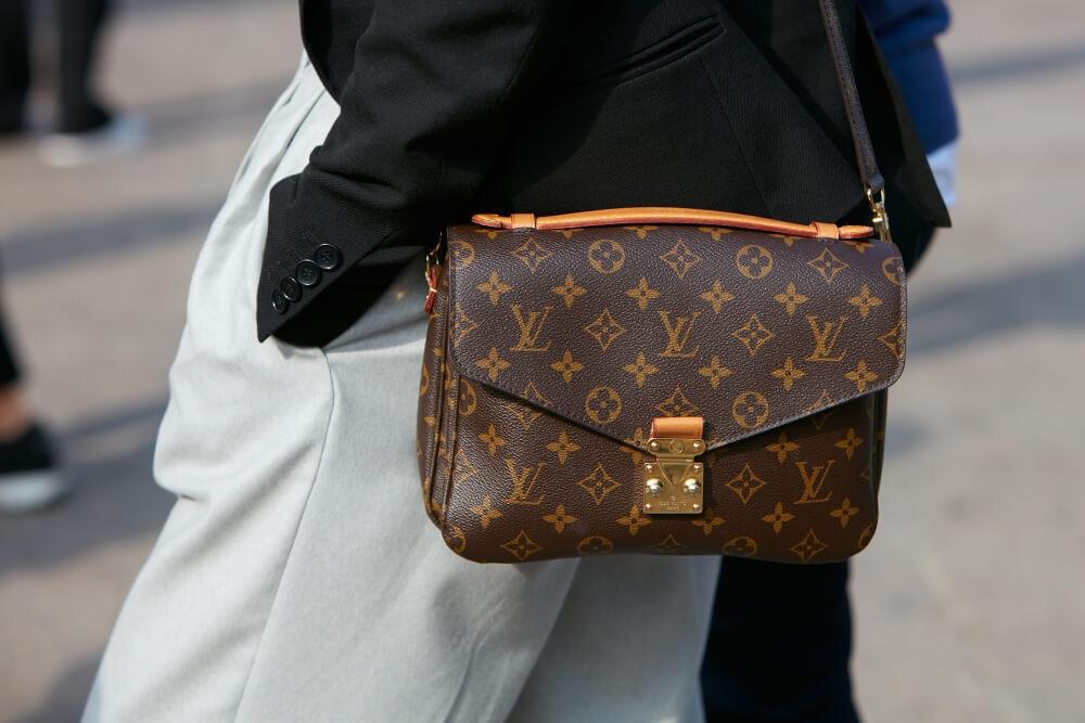 ルイ・ヴィトンのバッグおすすめ15選|人気のモノグラムや10万円以下で買えるものまで